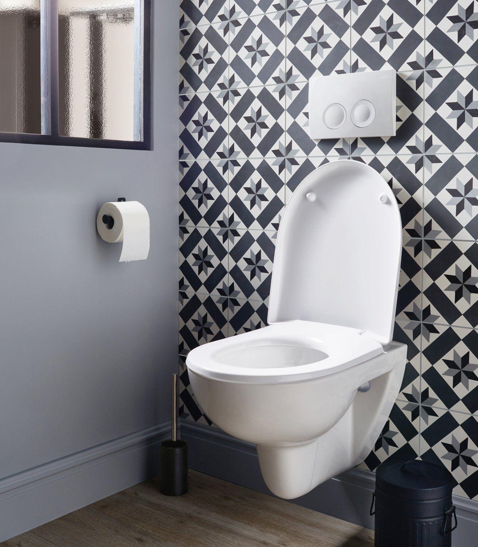 Cuvette Suspendue Et Carreaux De Ciment Dans Des Toilettes Wc Suspendu Idee Deco Toilettes Deco Toilettes