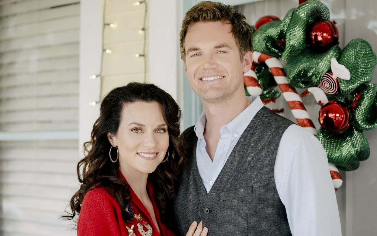 A Christmas Wish Star Hilarie Burton Says The Movie S Appeal Is Its Tongue In Cheek Approach To Romantic Cliches Christmas Movies Tyler Hilton Hilarie Burton