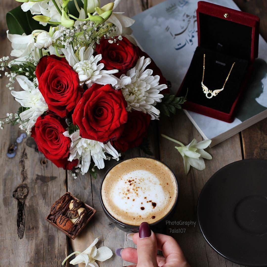 ㅤ الوحده مع كوب قهوة ليست سيئه يكفي أنها لا تغادرك بل أنت من يغادرها إن أردت ㅤ By 7ala107 ㅤ 1 لترشيحها كصورة الاسبوع ب Floral Wreath Tableware Floral