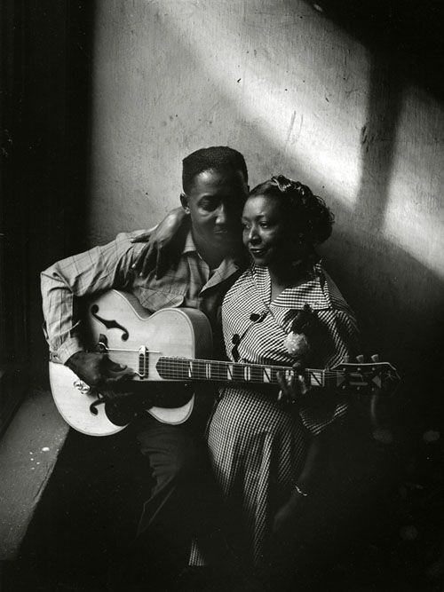 Muddy Waters and his wife Geneva in Chicago, 1951. Image copyright and courtesy of: Art Shay. S)