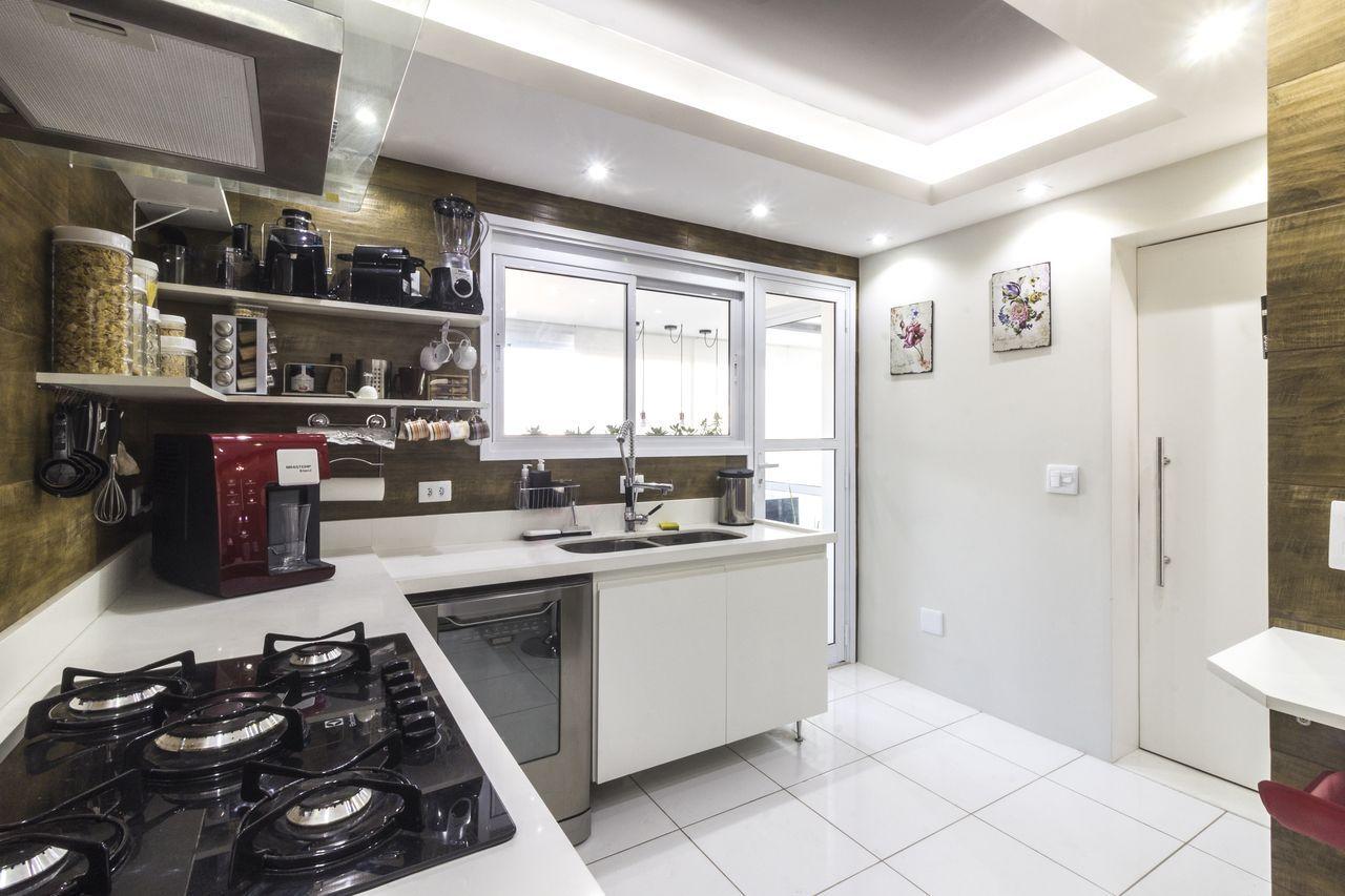 Cozinha Branca Com Revestimento Madeira E Sanca Iris Pinterest