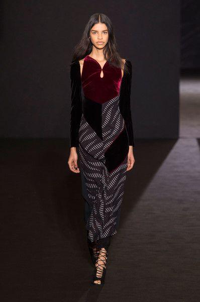 Roland Mouret at Paris Fashion Week Fall 2016 - Runway Photos