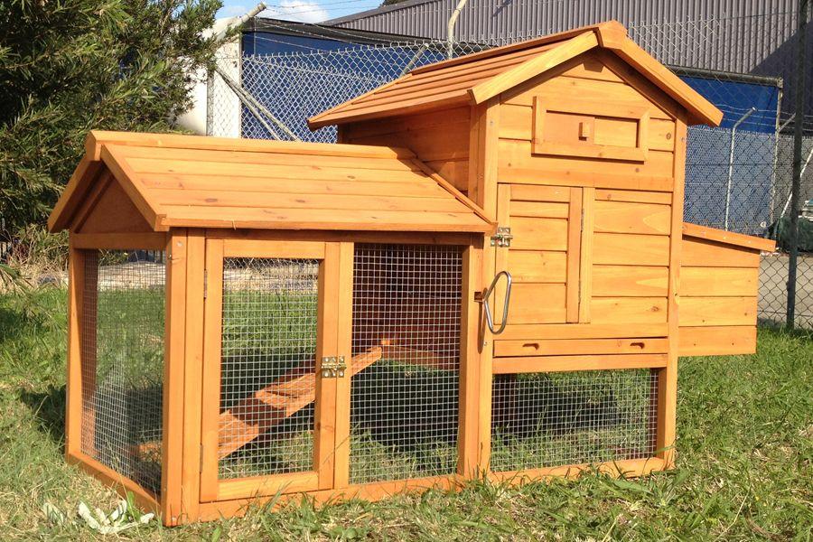 Super Large Villa Chicken Coop | Backyard poultry, Chicken ...