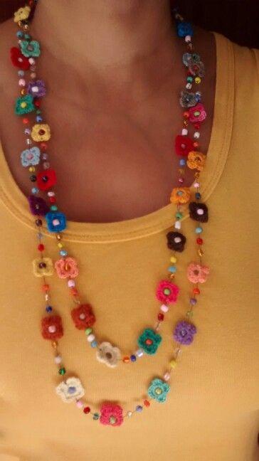 Colar com flores de crochê                                                                                                                                                                                 Mais