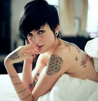 Mi crush no.5 beauty girl with short hair and freckles