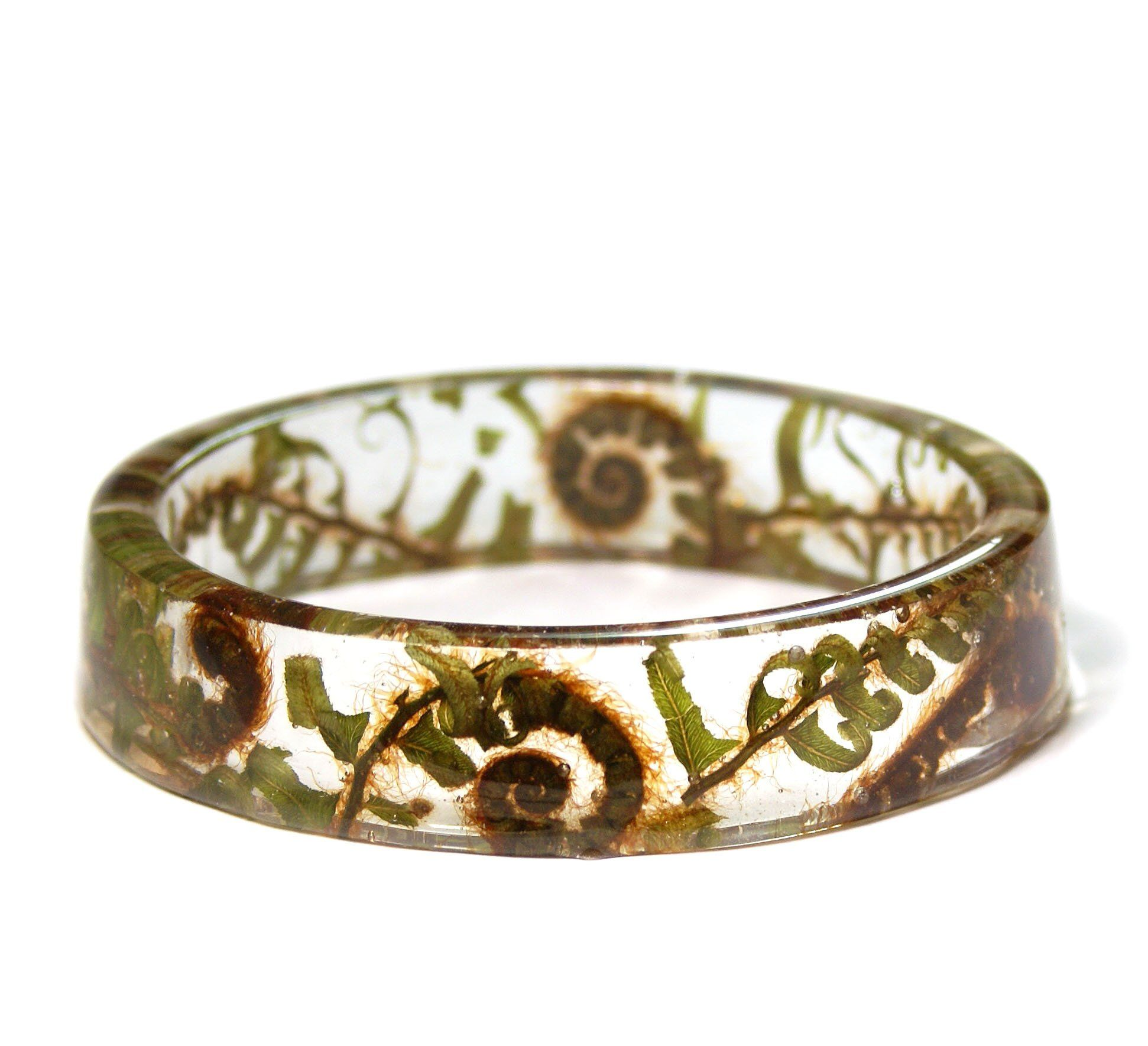 This beautiful bracelet is made with genuine dried