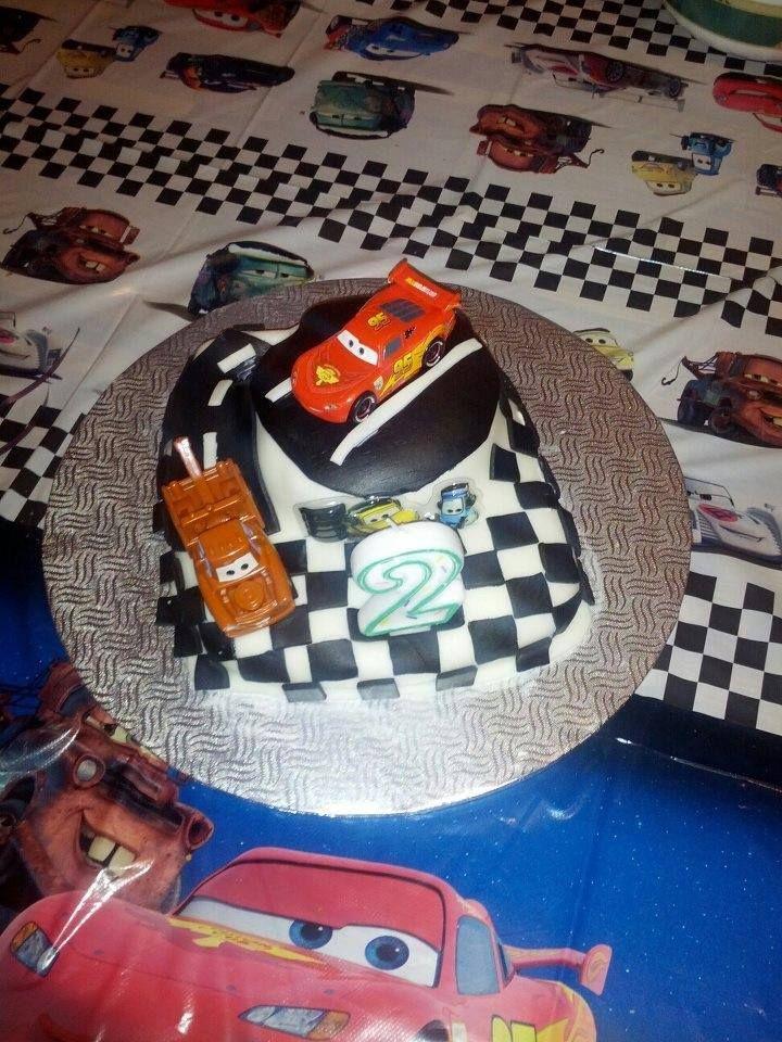 Beau petit gâteau des bagnoles