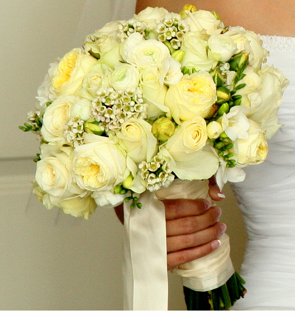 Trendy bridal bouquet with creamy light yellow flowersg wedding trendy bridal bouquet with creamy light yellow flowersg mightylinksfo