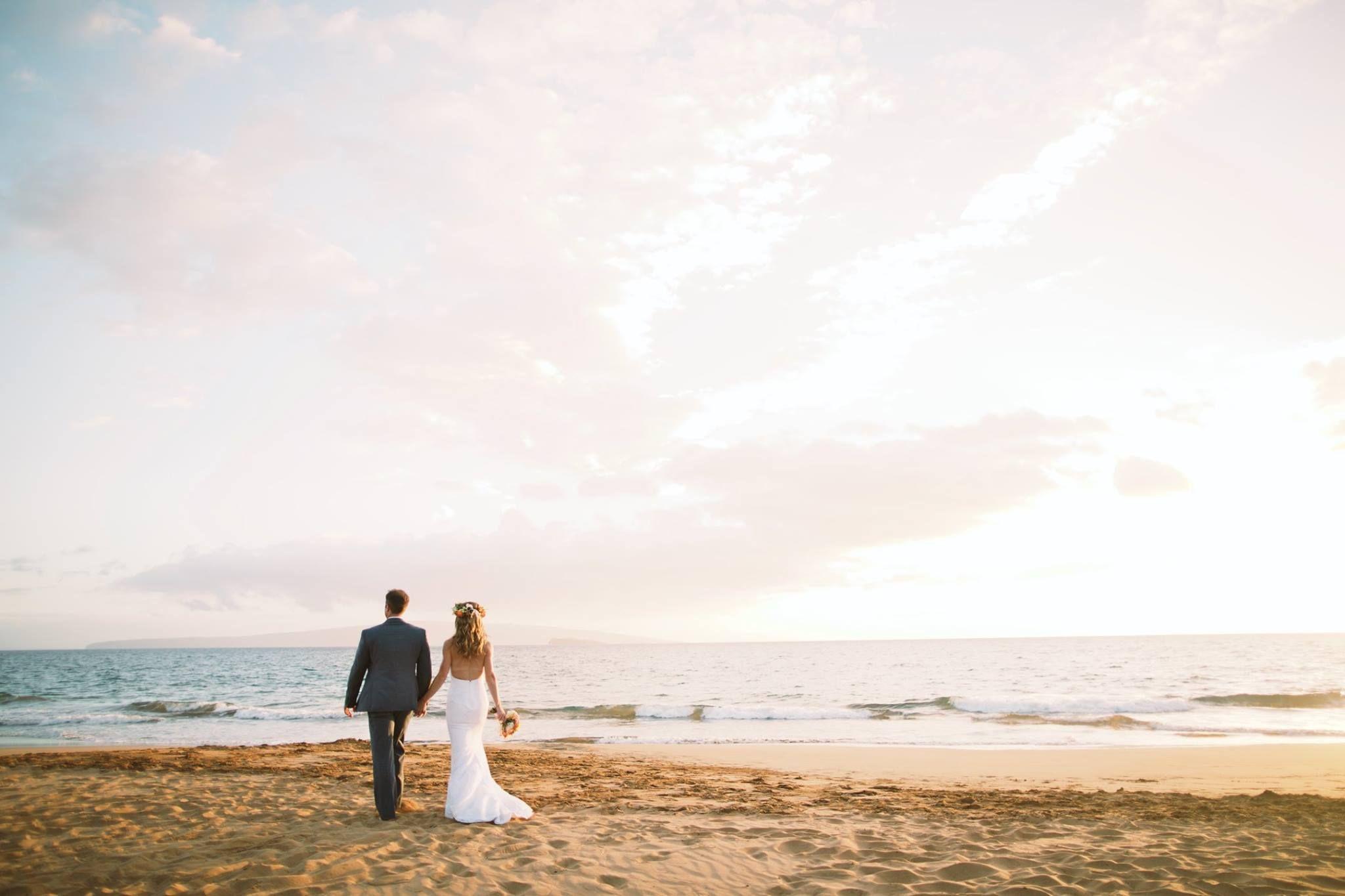 Beach Newlyweds - Anna Kim Photography