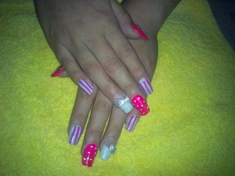 Nails color rosa y blanco   uñas agüita   Pinterest   Agua