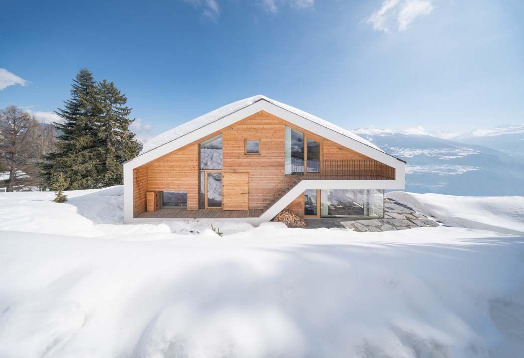 Un minimaliste et éclectique design intérieur pour ce chalet de montagne familial au cœur des alpes suisses
