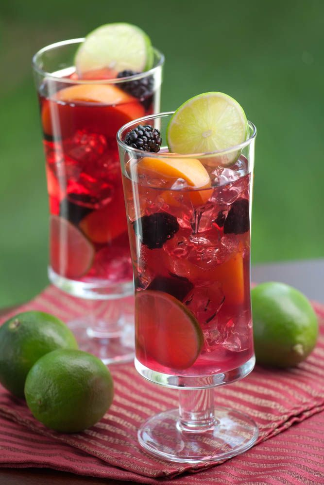 Blackberry Meyer Lemon Gin & Tonic     12 Blackberries     20 Fresh Mint Leaves     2 Meyer Lemons (can substitute regular lemons)     1/4 cup Simple Syrup     12 oz. Gin, such as Uncle Val's or Plymouth     Tonic Water