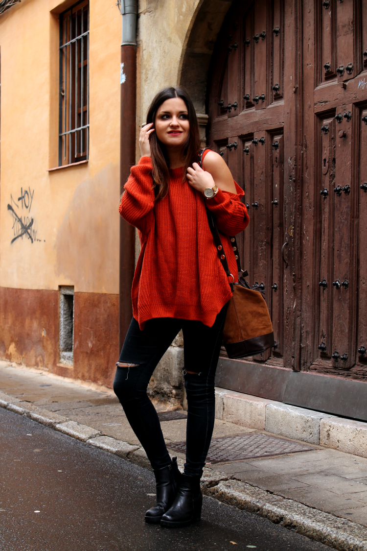 LITTLE BLACK COCONUT: Off shoulder sweater, ripped jeans