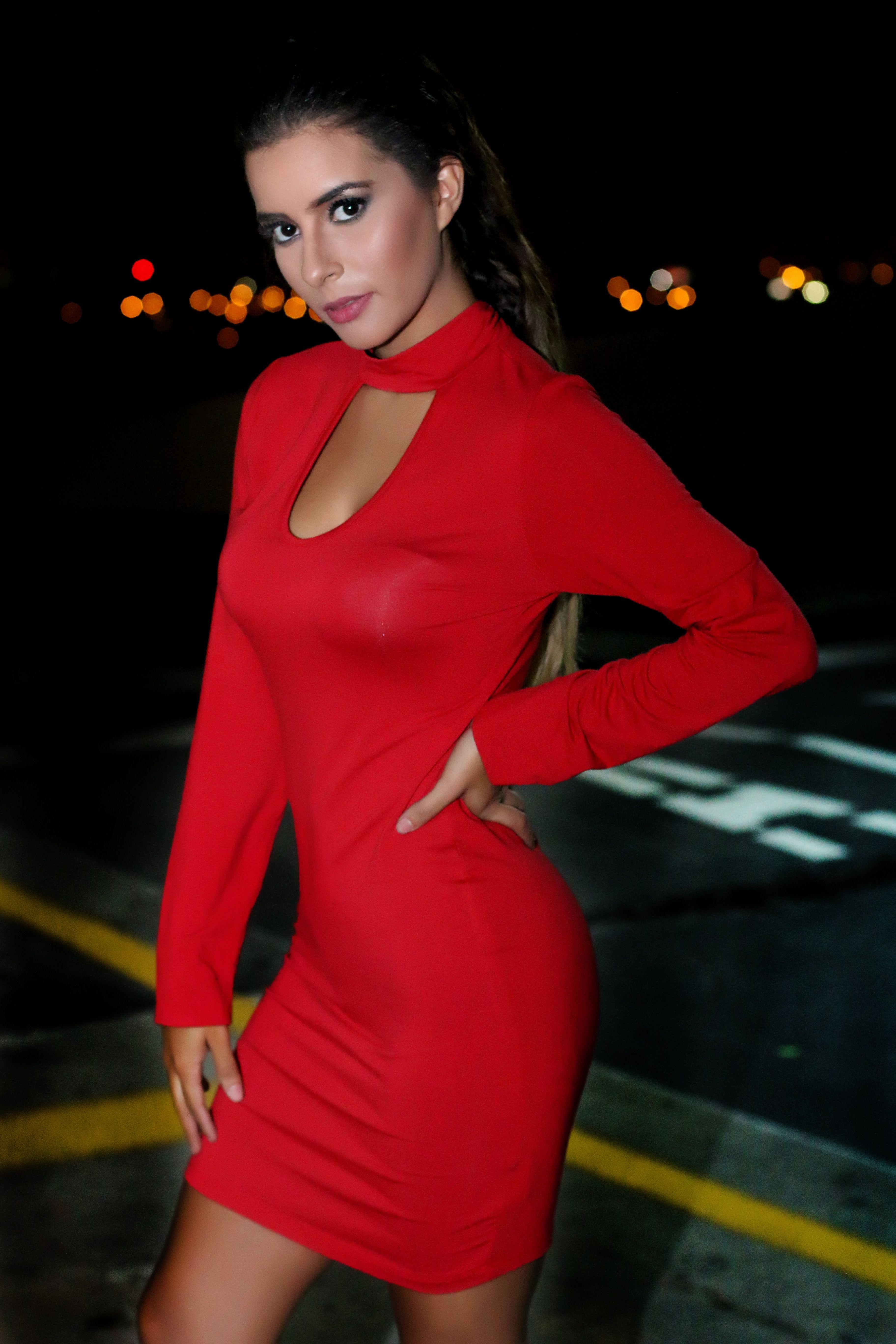 Imagenes de vestidos rojos pegados