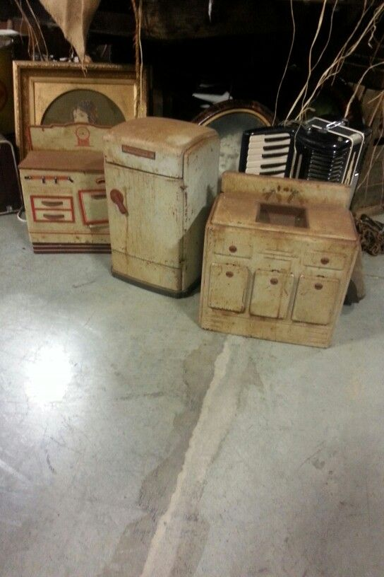 Adorable Antique Childrens Kitchen Set On Display At Hometown Furniture  Store In Lebanon Oregon