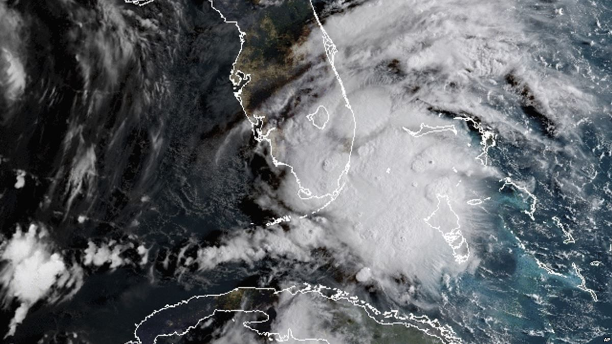 Gordon Expected To Hit Us Gulf Coast As Hurricane With Images Tropical Storm National Hurricane Center Storm News