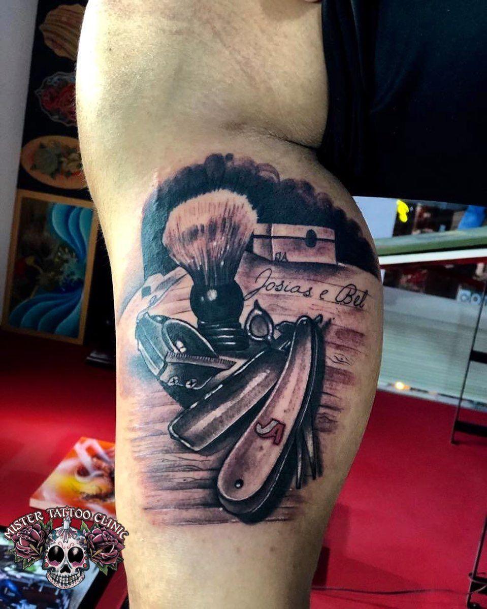 Tatuagem De Barbeiro No Bíceps Com Navalha Máquina De