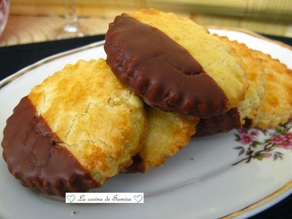 La cocina de Samira: Pastas de almendra con baño de chocolate