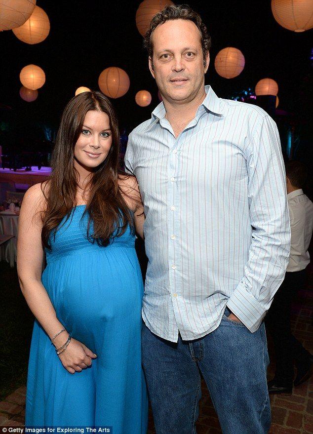 Vince Vaughn Kyla Weber >> Vince Vaughn And Pregnant Wife Kyla Weber Attend Crooner