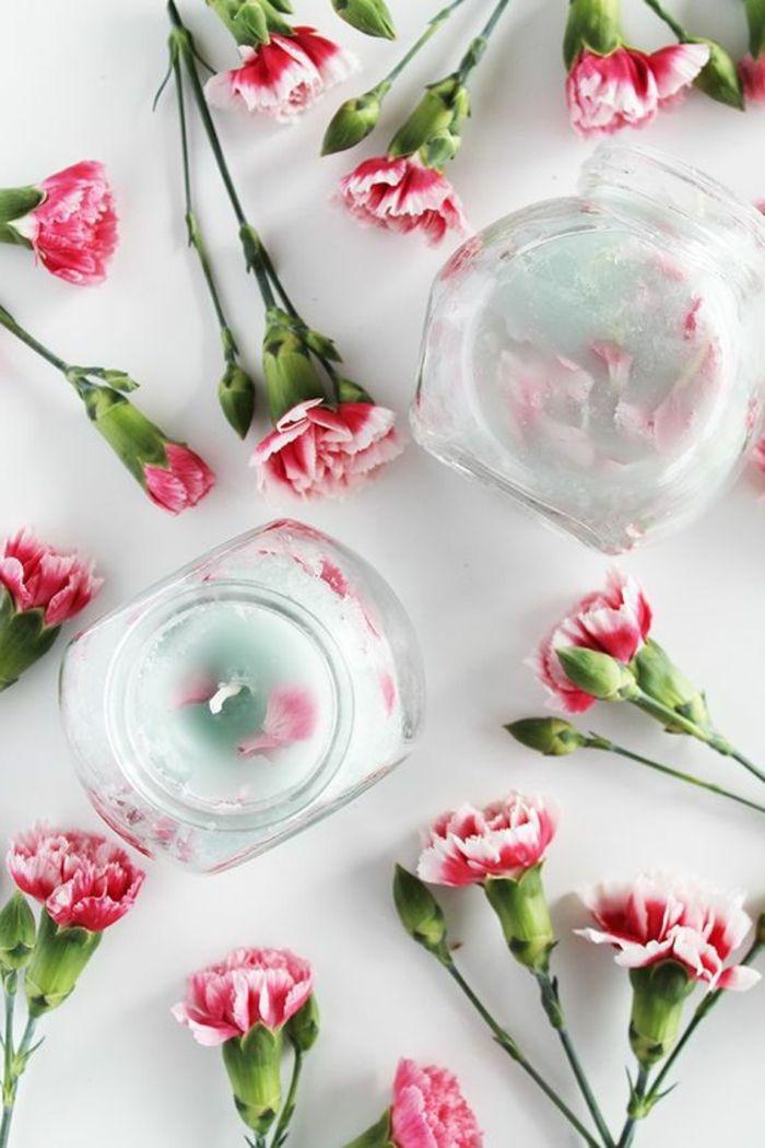Kerzen Selber Machen Behälter Aus Glas Mit Kerzen, Rosa Blumen ... Blumen Behaltern Zu Hause