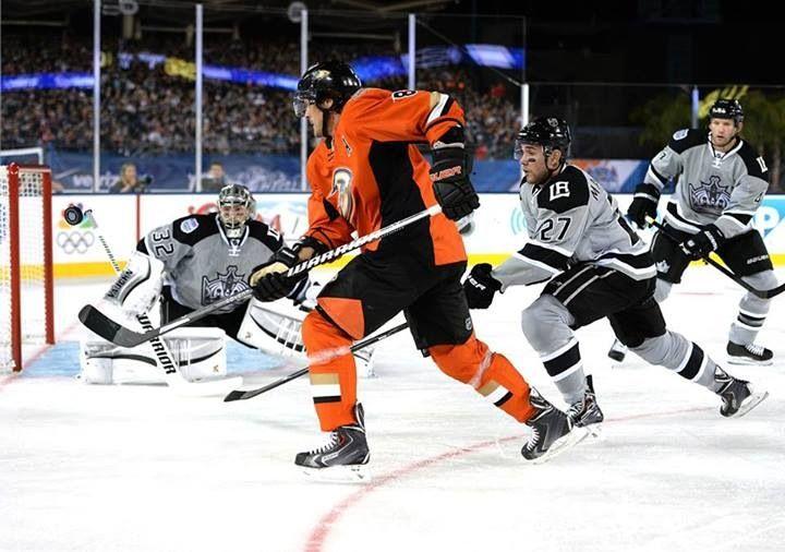 Teemu Selanne Stadium Series Kings Versus Ducks 1 25 2014 Anaheim Ducks Anaheim Ducks Hockey Stadium Series