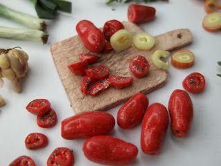 Aventura em Miniatura roma tomatoes