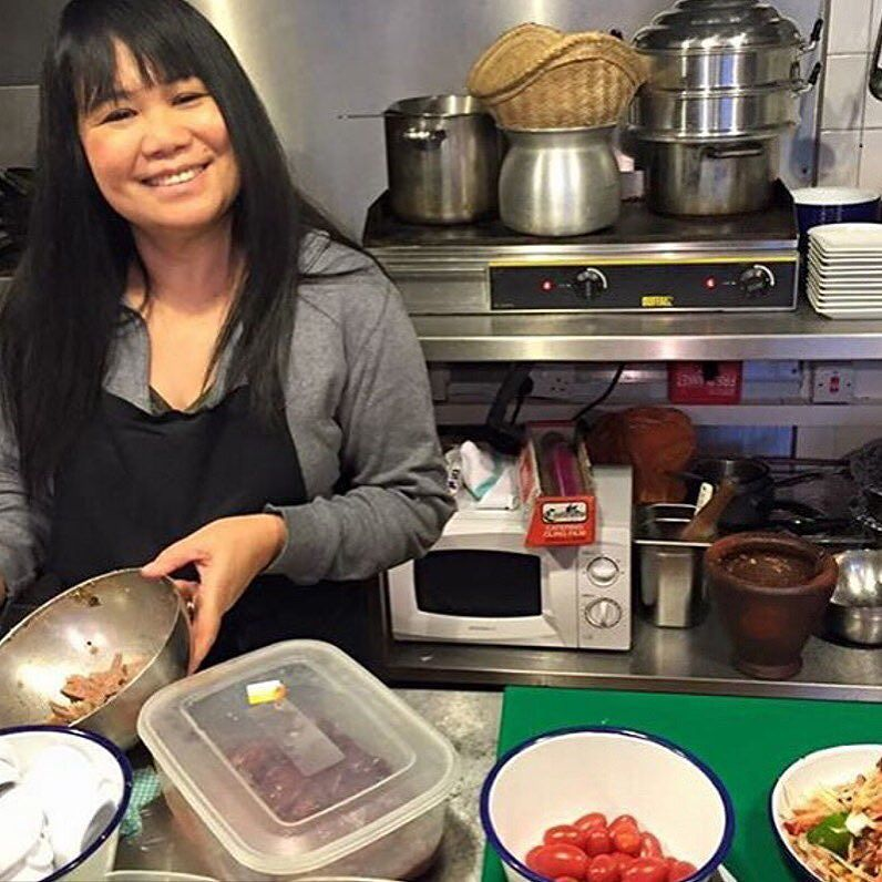 #UncoverTakeover Im the happiest when Im in the kitchen cooking for my customers! If you pop by dont forget to say hi! @uncoverdining @rosasthaicafe @saiphinmoore #LaosCafeLondon #londonpopup #cooking #kitchen #instafood #happychef #Victoria