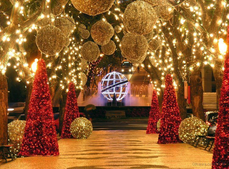 Christmas In Portugal 2019.Christmas Decorations In Funchal Portugal Holiday Decor