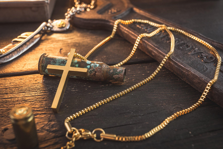 Photo of Goldene Edelstahl Herren Halskette mit Kreuz Anhänger | Riemen und Armbänder