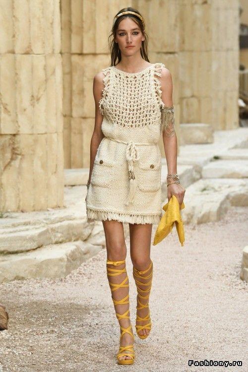 acb6abc072a8 Chanel Круизная коллекция 2018   Женская мода 2018   Pinterest ...
