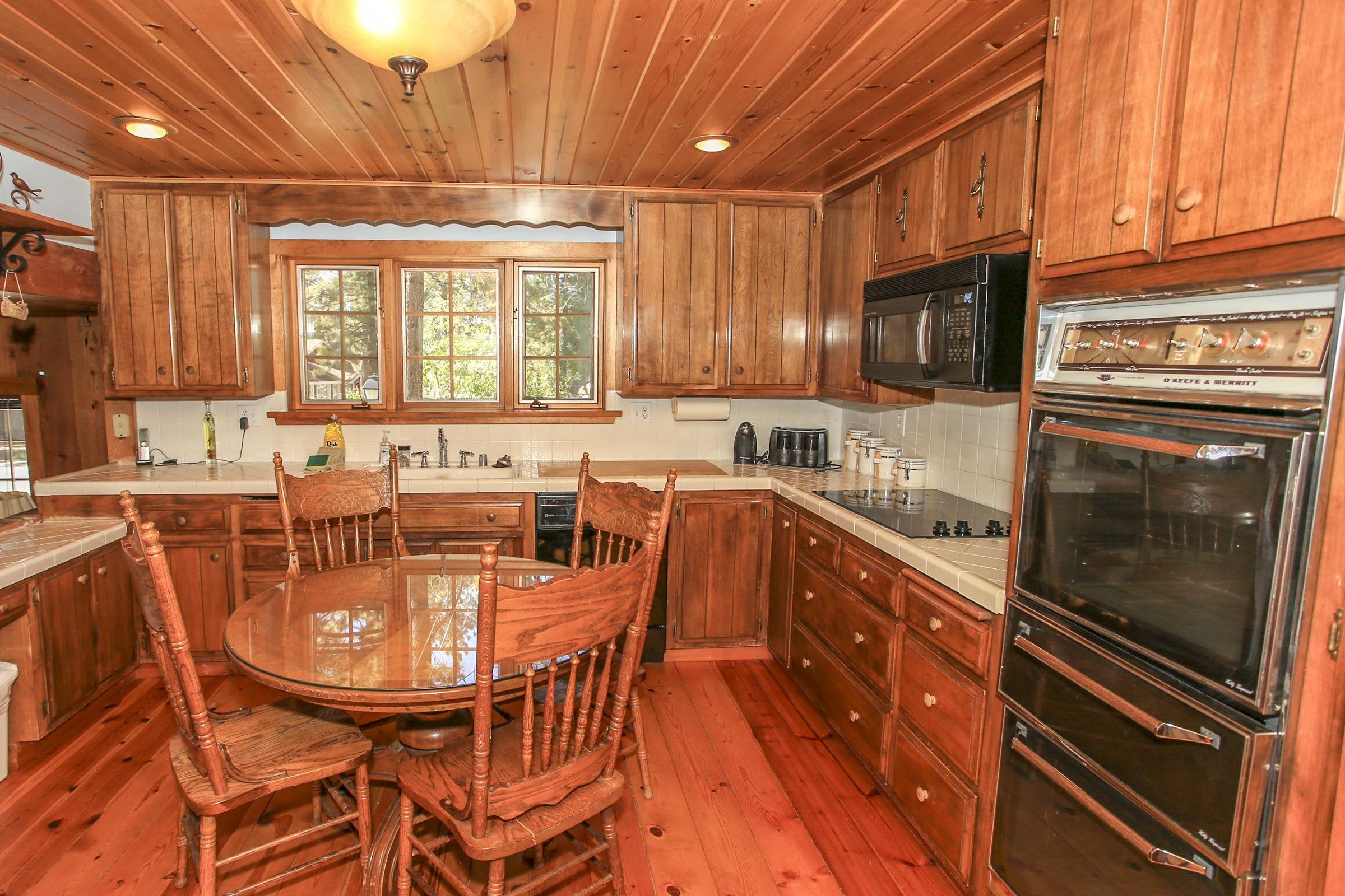 Tall Timbers Kitchen In Big Bear Lake Big Bear Lake Cabin Big