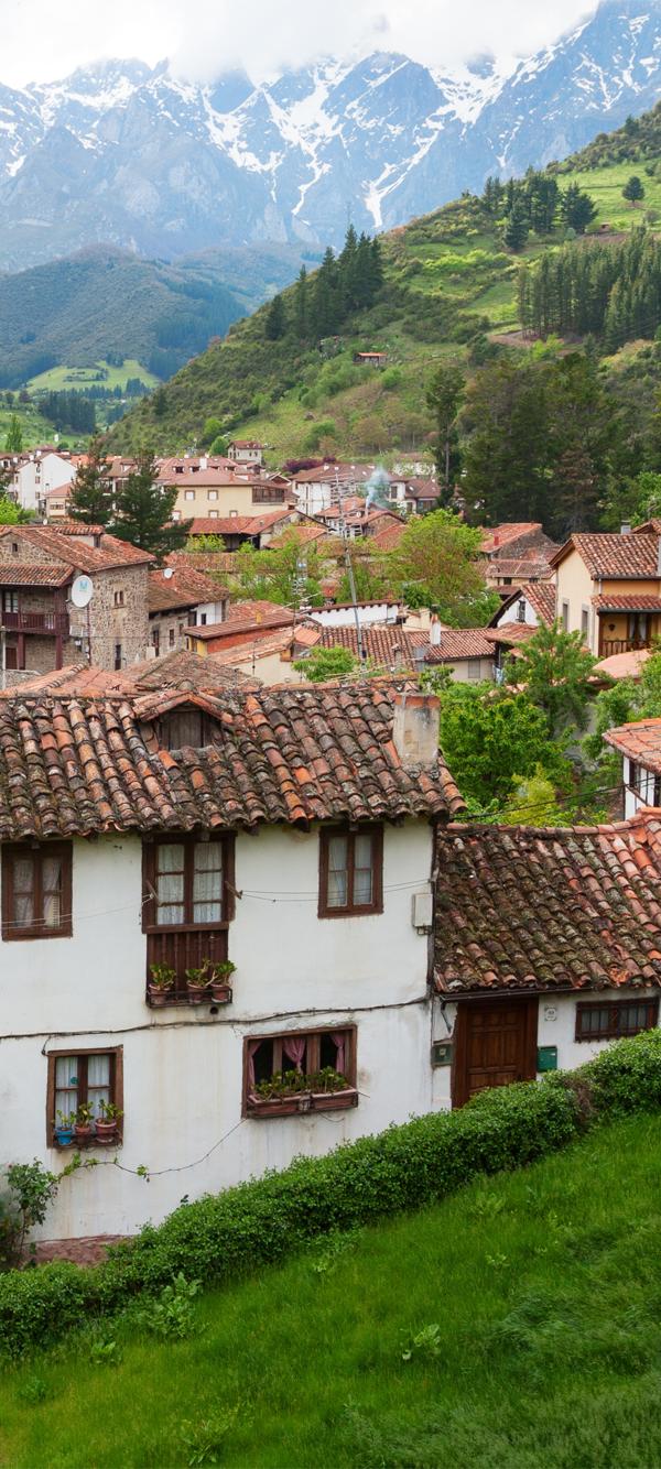 Potes Cantabria Picos De Europa Losas Macizas Casas Rurales