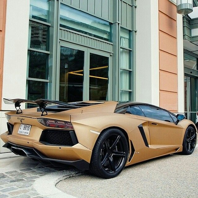 Matte Gold Aventador