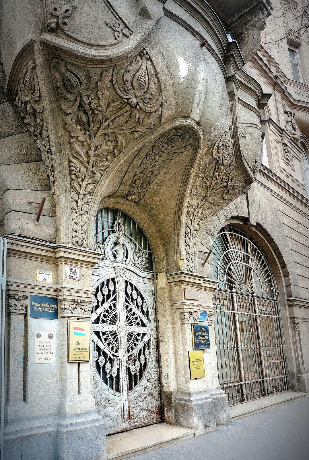 budapest art nouveau doors art nouveau architecture. Black Bedroom Furniture Sets. Home Design Ideas