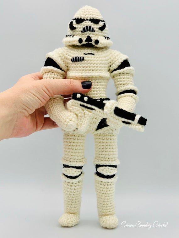 CROCHET PATTERN Stormtrooper Doll // Star Wars Inspired Crochet // Amigurumi // Nerd Crochet // Toy Crochet // Minion Crochet #minioncrochetpatterns