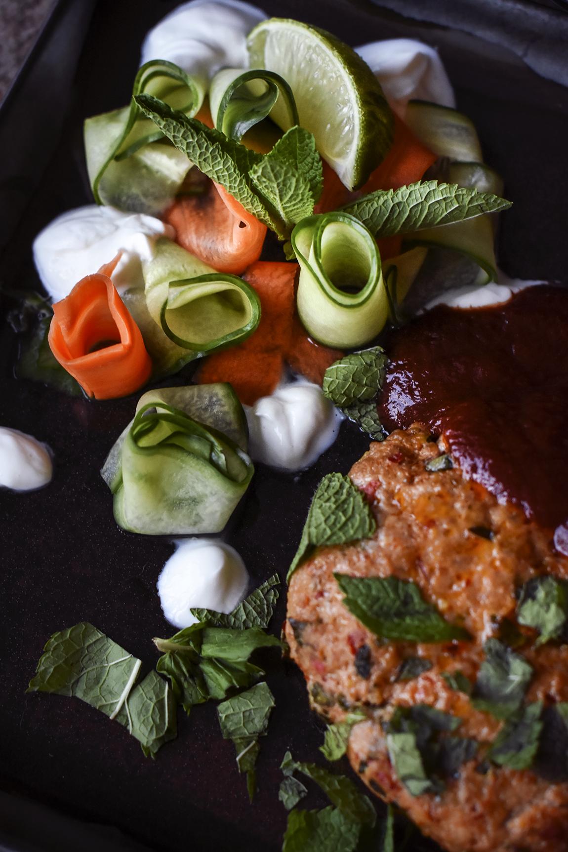 Picklade grönsaker: 1/2 gurka 1 morot 1 msk sötning 1 msk ättika (12 %) 1 msk vatten
