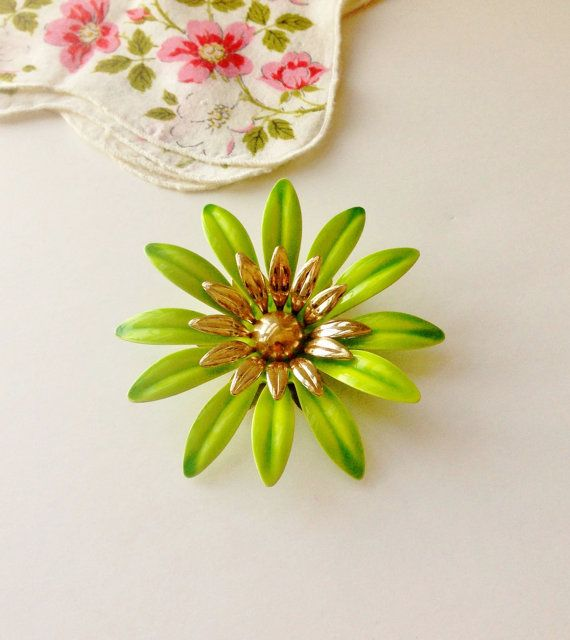 Green Daisy Brooch - Sarah Coventry Flower Pin, Gold Tone Metal, Mid Century, Mod Enamel, Wedding Corsage, Bride Bouquet, 1960s Jewelry