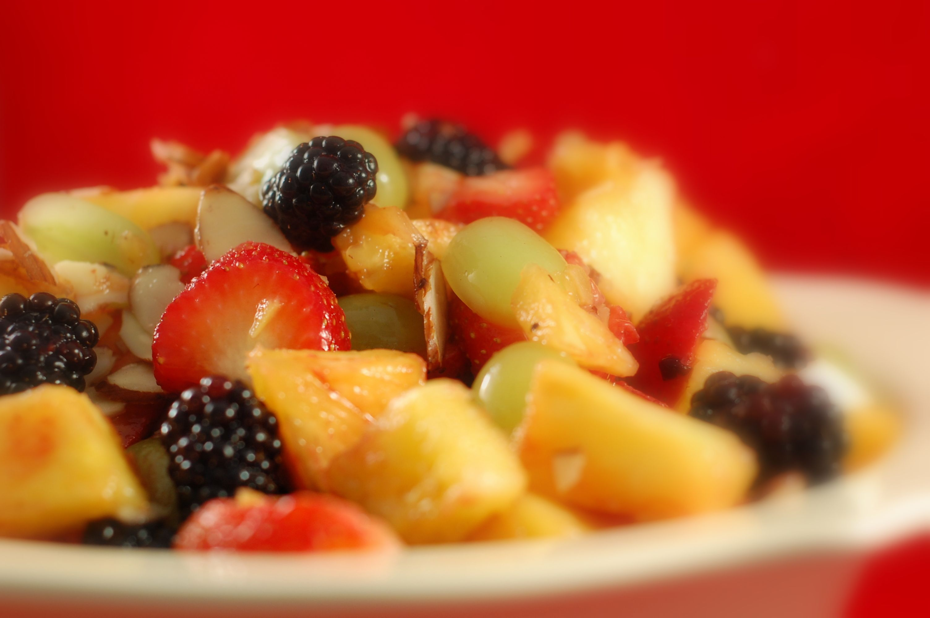 Salada de Fruta com espumante e gelado de baunilha | Fruit salad with sparkling wine and vanilla ice-cream