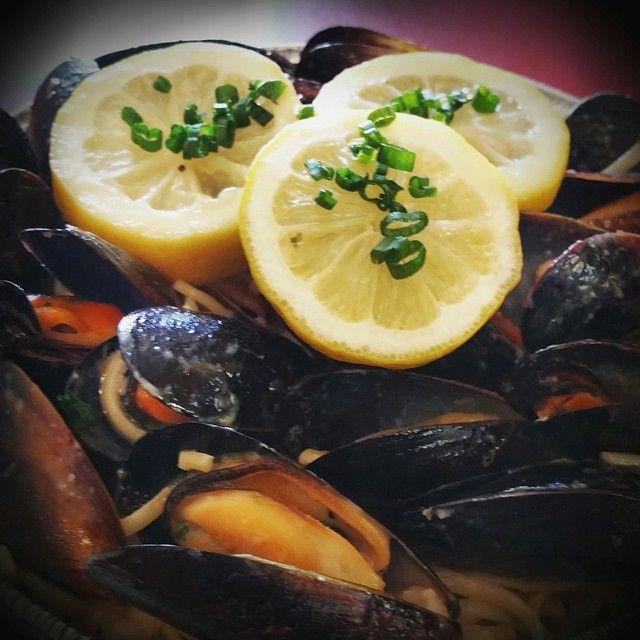 Mussels & Shrimp Linguine #mussels #shrimp #linguine #champagne #vinaigrette #lemon #culinarylife #ChefEricaNicole