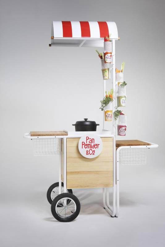 Stand degustacyjny dla marki Pan Pomidor & Company łączy w sobie prostotę, naturalność i funkcjonalność. Wpisuje się w charakter marki – nowoczesny i jednocześnie bliski użytkownikowi.  Stand st