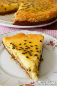 Cheesecake de Maracujá - Receitas de Natal e Ano Novo. Para ver  a receita desta sobremesa maravilhosa, clique na imagem para ir ao Manga com Pimenta.