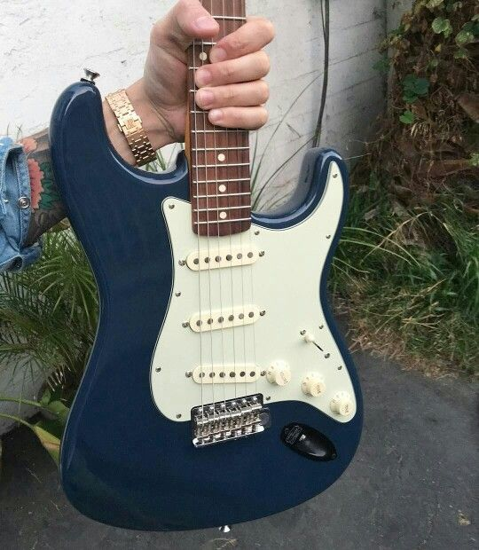 what could have been my signature strat painted in arles blue a vintage land rover color a. Black Bedroom Furniture Sets. Home Design Ideas
