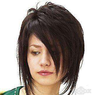 Carré plongeant + frange longue coupe de cheveux Coupe