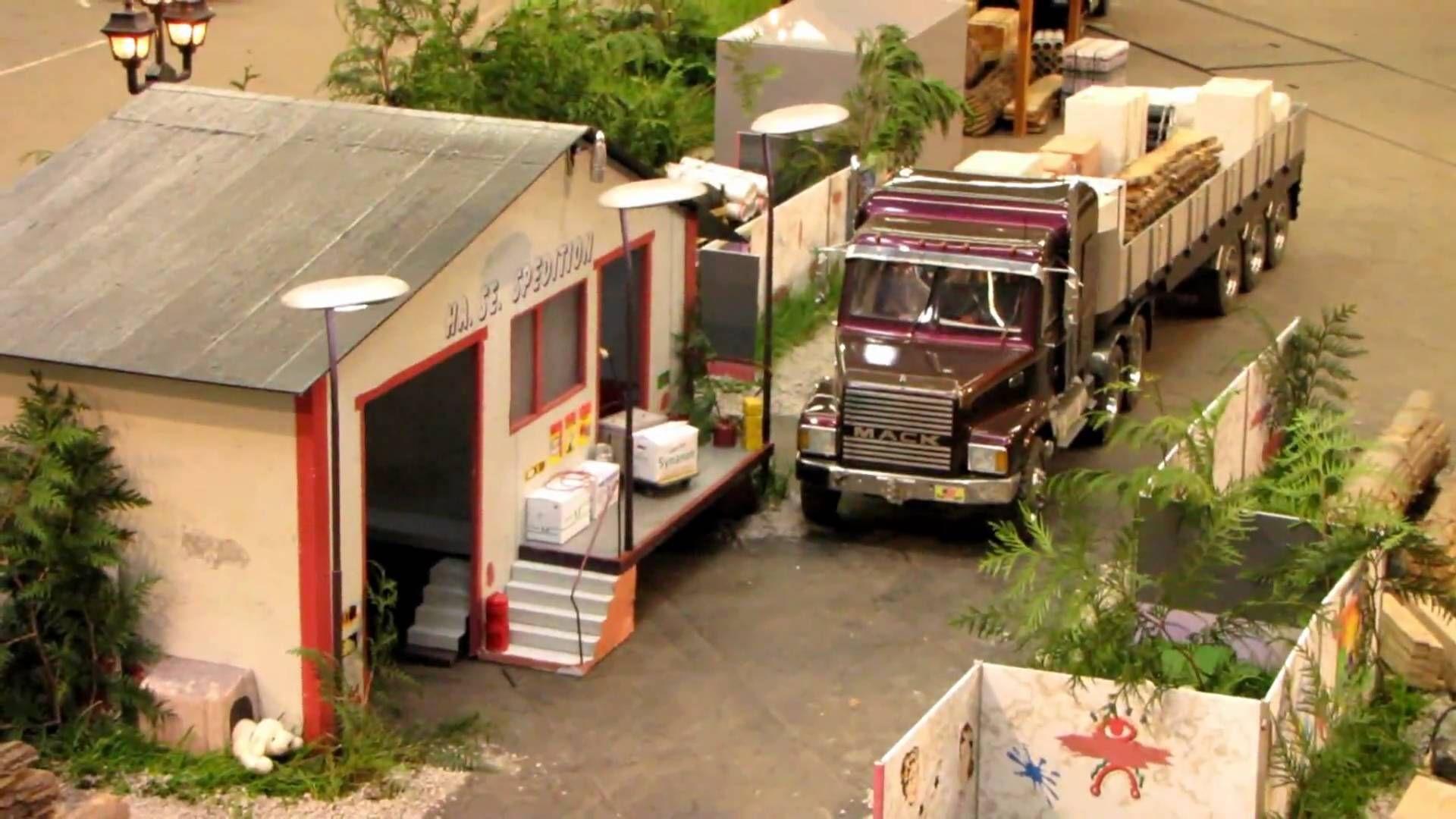 Endlich hat es geklappt das Video in 16:3 hoch zu laden. Trucks in einer liebevollen Miniaturlandschaft umgeben. Super gemacht. Firmen wo man die 1/ 8 Bausät...