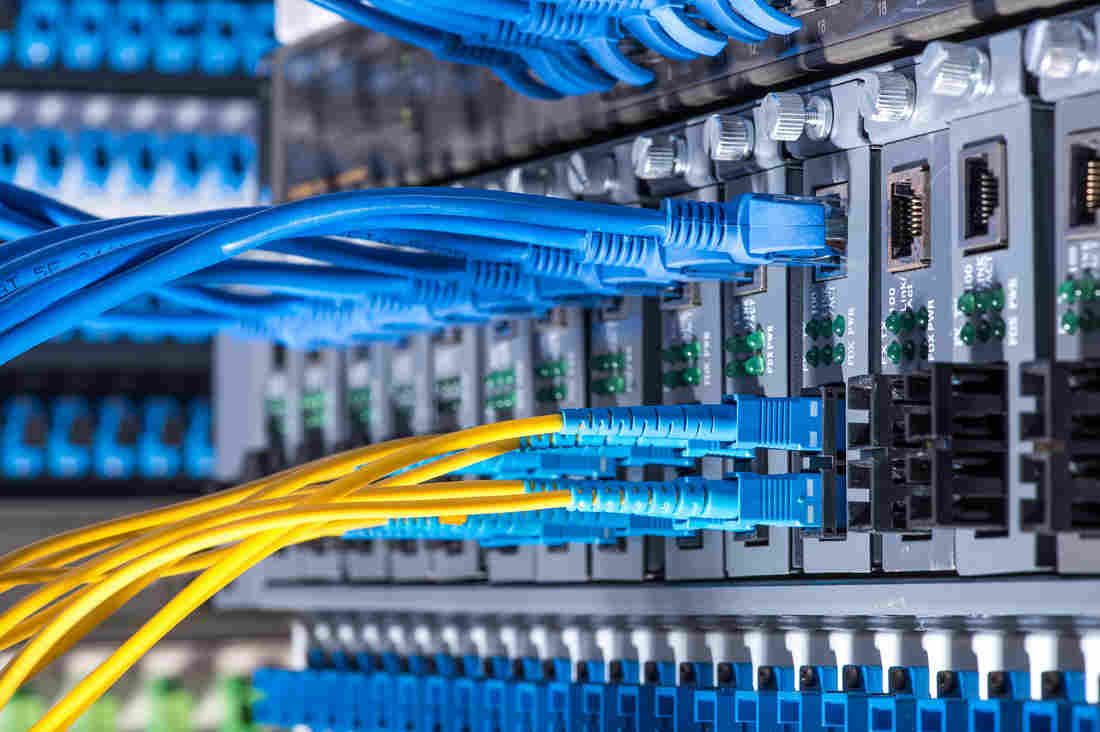 U S Senate Votes To Repeal Obama Era Internet Privacy Rules Data Center Fiber Optic Cable Fiber Optic