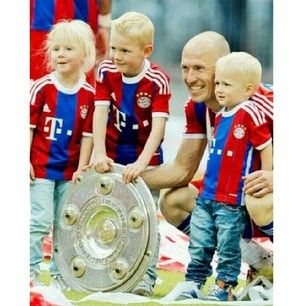 Arjen Robben – Netherlands   24 Ridiculously Hot Soccer Dads That Will Make Your Uterus Explode