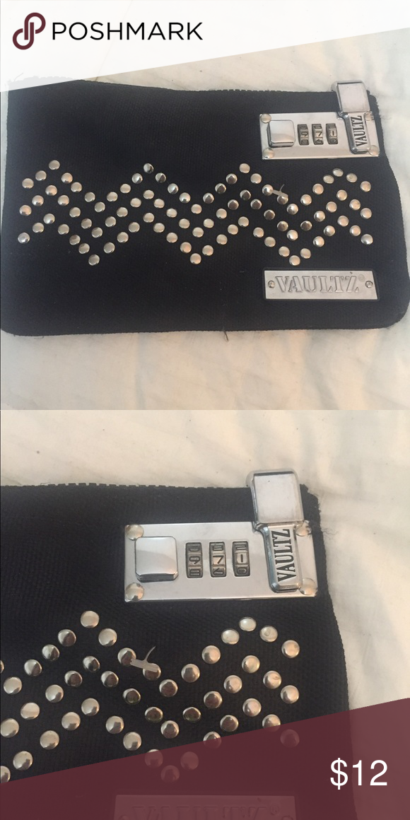 Vaultz Zippered Combination Lockable Bag My Posh Picks
