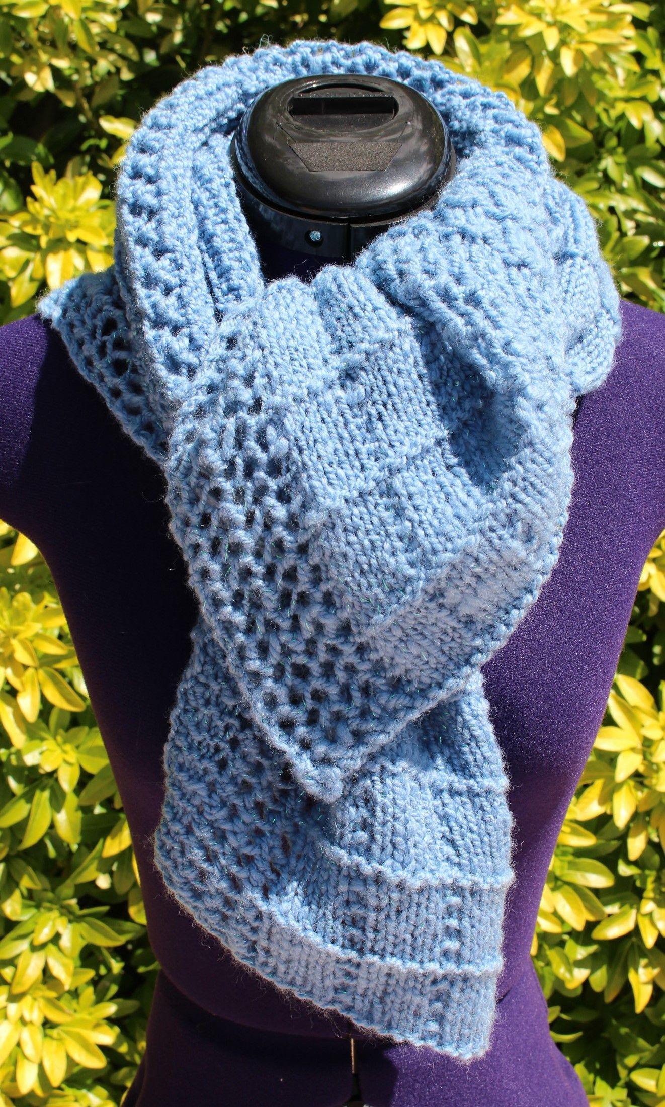 Chauffe épaules tricoté main en laine avec points fantaisies https://www.alittlemarket.com/boutique/chaliere-2339933.html