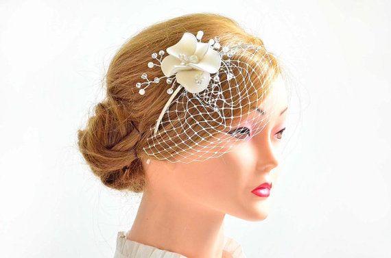Wedding hair flower Bridal hair falower Ivory hair flower Mini fascinator Bridal hair clip Bridal hair clip White fascinator