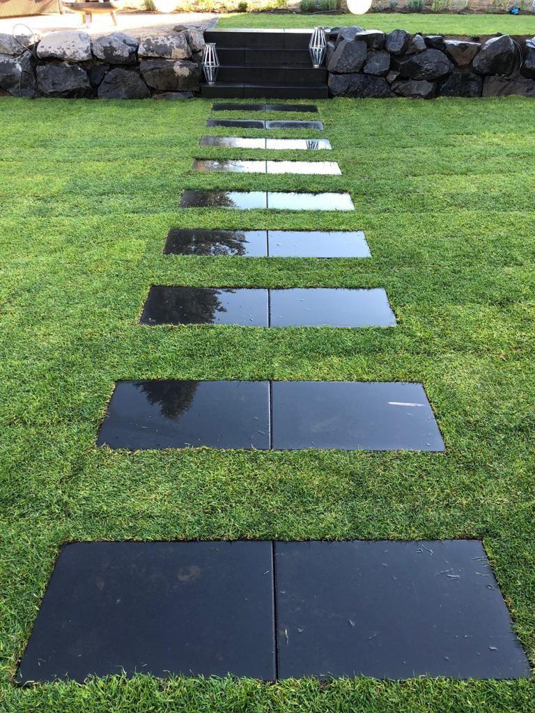 trittplatten für rasen neugestaltung außenanlage (hier: trittplatten im rasen